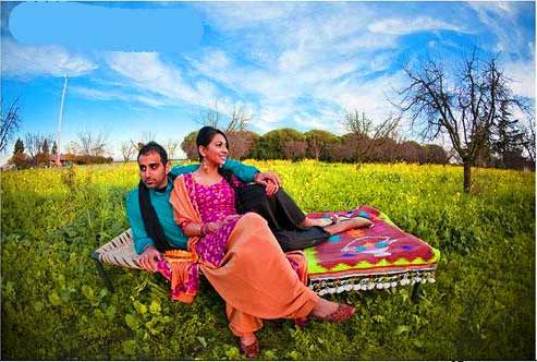 desi-couple-sitting